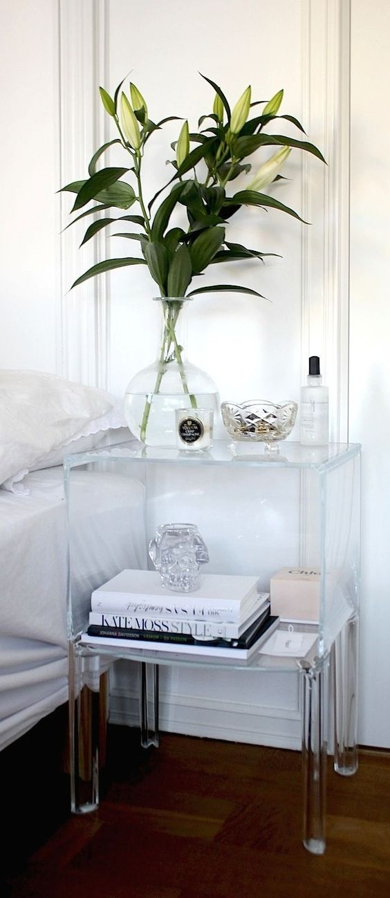 Acrylic furniture trend