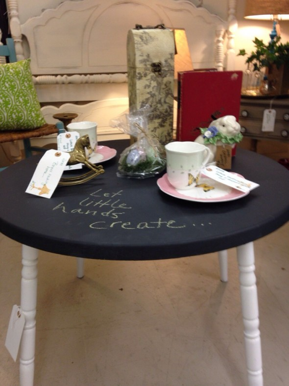 childs chalkboard table